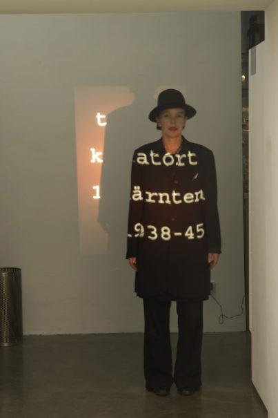 """Instalation im Cafe OM """"Tatort Kaernten"""" von Helge Stromberger, Bella Ban Rogy, Werner Ueberbacher"""