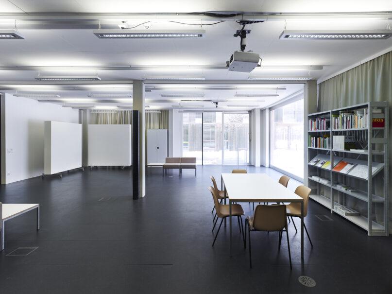 Josef Dabernig, Gestaltung des Kunstraum Lakeside, 2005, Installationsansicht, Kunstraum Lakeside, Klagenfurt, Foto: Johannes Puch.