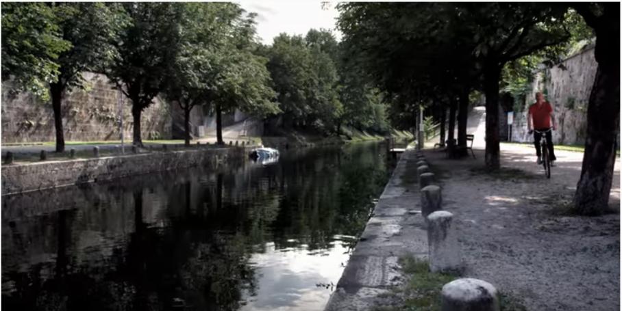 Videostill: Roland Roos, City Line, Lendspiel 2012.