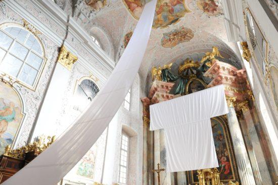 Gertrud Weiss-Richter, Himmelsleiter, im Rahmen von Kunst im Dom, Klagenfurt 2020, Foto: Vincenc Gotthardt